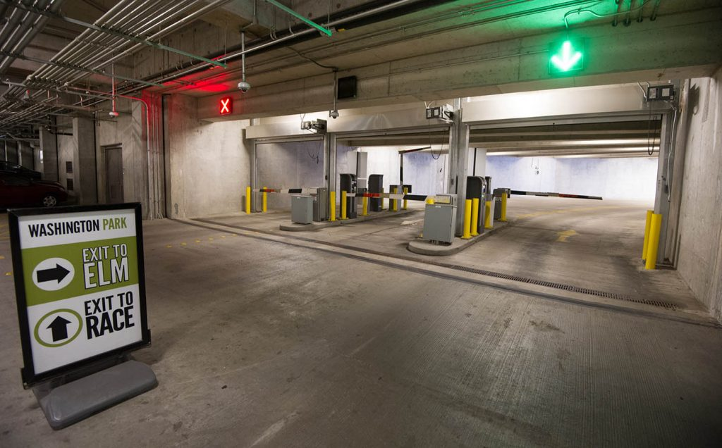 Parking 3cdc washington parks 450 space two level underground parking garage is open and staffed 24 hours per day seven days per week located beneath the northern solutioingenieria Choice Image